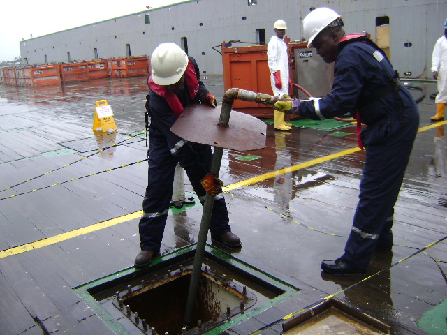 ATCM-OPERATORS-INSTALLING-THE-NOZZLE-JET-THROUGH-MANHOLE