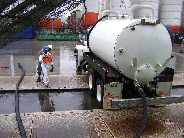 VACUUM-TRUCK-IN-USE1